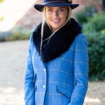 Laura blue front & navy collar lifetsyle